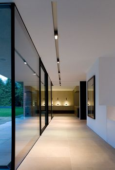 Contemporary minimalist house, clean lines and elegant lighting by Kreon _