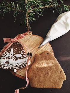 Gingerbread in Kraft Boxes tied in Peppermint Twine..   Sweet Jenny Belle Bakery