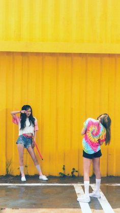 Rosé e Jennie Blackpink Fashion, Fashion Outfits, Blackpink Wallpaper, Black Wallpaper, Oppa Gangnam Style, Kim Jisoo, Black Pink Kpop, Blackpink Photos, Jennie Blackpink