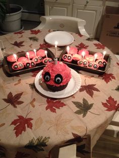 I WILL MAKE THESE CUPCAKES AND DEVOUR THEM IN FRONT OF CHICA