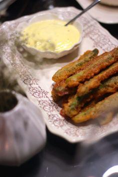 Peixinhos da horta de espargos com maionese caseira de alho