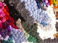 Tag 951: Gastbeitrag – Bommelteppich teppich selber machen aus bommeln