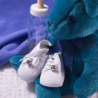 Pattern On How to Make Baby Shoes. Baby shoes or booties are a cute and fun way to keep your baby's feet nice and warm. However, it may seem like a waste of money to buy baby shoes that will soon be too small for the baby to wear. Luckily, it is incredibly easy to make a homemade pair of felt baby shoes. Any amateur seamstress with the proper...