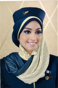 Airlines and Flight Attendants Features - The modesty mixed with elegance of this Egypt Air cabin crew uniform . Beautiful Hijab, Beautiful Women, Airline Cabin Crew, Airline Uniforms, Female Pilot, Girls Uniforms, Attendance, Flight Attendant, Muslim Women