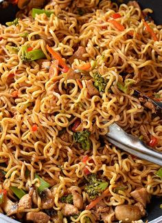 Try this homemade,best,easy Chicken Ramen noodle recipe which quick but healthy and delicious too. Fix lunches or dinners under 30 mins with this easy skillet chicken ramen stir fry which is going to be kids favorite too and that to under budget. Chicken Ramen Recipe, Skillet Chicken, Best Ramen Recipe, Simple Chicken Recipes, Ramen Noodle Recipes, Healthy Noodle Recipes, Easy Noodle Recipes, Healthy Ramen Noodles, Vegetarian Ramen