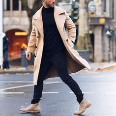 Chelsea boot is definitely a nice solution for every man out there who want to look trendy, casual, classic and fashionable. Formal Winter Outfits, Winter Outfits Men, Streetwear, Mode Man, Herren Winter, Mens Winter, Mens Style Winter, Style Masculin, Long Trench Coat