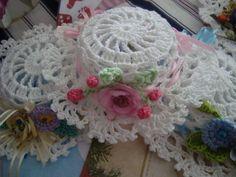 Sombrero tejido a crochet. Handmade. En venta en AIO Vestuario Infantil.