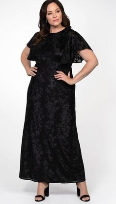 Plus Size Black Velvet Lace Short Sleeve Maxi Dress. This long black plus size maxi dress with a unique black velvet lace overlay. Plus Size Gowns Formal, Plus Size Lace Dress, Plus Size Evening Gown, Lace Evening Gowns, Plus Size Maxi Dresses, Plus Size Outfits, Dresses Uk, Formal Dresses, Lace Maxi