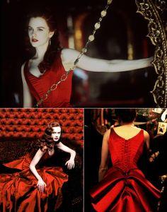Nicole Kidman es Sabine en Moulin Rouge vestida por Catharine Martin, que ganó el Oscar en 2001.