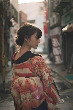 ( *`ω´) ιf you dᎾℕ't lιkє Ꮗhat you sєє❤, plєᎯsє bє kιnd Ꭿℕd just movє ᎯlᎾng. Beautiful Japanese Girl, Japanese Beauty, Beautiful Asian Girls, Kimono Japan, Japanese Kimono, Japan Kultur, Japonese Girl, Kimono Design, Japan Girl