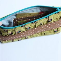 gathered clutch tutorial... wish it had a strap for her hand. will have to modify.