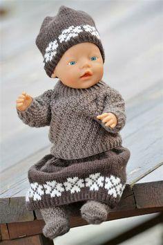 Ravelry: Nr 4 Dukkeklær pattern by Sandnes Design Baby Born Clothes, Girl Doll Clothes, Girl Dolls, Baby Dolls, Knitted Doll Patterns, Knitted Dolls, Knitting For Kids, Baby Knitting, Knitting Dolls Clothes
