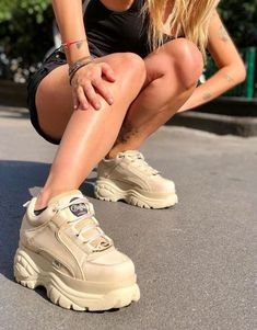 Chunky Shoes, Chunky Sneakers, Girls Sneakers, Sneakers Fashion, Nike High Heels, Buffalo Shoes, White Platform Sneakers, Vintage Sneakers, Aesthetic Shoes