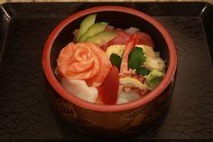 """Chirashi-#Sushi – Das ist eine einfache Version vom Sushi.  Das Wort """"Chirashi"""" bedeutet """"Ausstreuen"""" und wie das Wort schon sagt, werden bunte Zutaten als """"Topping"""" auf den Sushi-Reis gestreut. Das Gericht wird häufig serviert um besondere Events zu feiern. #日本酒 #酒 #お酒 #food #japan #dinner #washoku #lunchtime #osake #drink #wienliebe #freshsushi #special #Cosy #desert #casual #restaurantnihonbashi #nihonbashiwien #japanischesrestaurant #authentischjapanisch #japanischessen #essenwieinjapan Nihon, Events, Ethnic Recipes, Food, Japanese Food, Easy Meals, Essen, Meals, Yemek"""