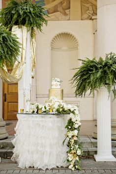 """A Grecian styled shoot, """"Bow Down to a Goddess,"""" highlights gold metallic wedding inspiration in Athens, Georgia captured by Andie Freeman Photography."""