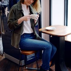 Coffee break in our favorite jeans right now, the LOFT High Waist Modern Skinny.
