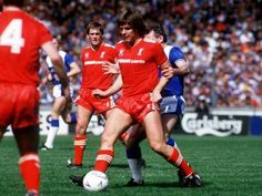 Liverpool v Everton at Wembley in the 1986 FA Cup final.  Liverpool's Jan Molby shields the ball from Everton's Peter Reid