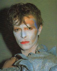 ideas for travel icon david bowie David Bowie Poster, David Bowie Ziggy, David Bowie Starman, David Bowie Art, Jean Michel Basquiat, Marcel Duchamp, Ziggy Stardust, Martin Scorsese, Pulp Fiction