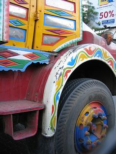 all trucks should be painted this way.