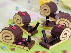 make ice cream with kids Make Ice Cream Cake, Ice Cream At Home, Snail Cake, Oreo Torte, Vegan Cookie Dough, Funny Cake, Number Cakes, Food Crafts, Cooking With Kids