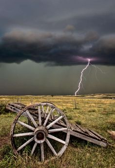 Lightning @ Old Prairie Wheel Cart Cool Pictures, Cool Photos, Beautiful Pictures, Storm Pictures, All Nature, Amazing Nature, Wild Weather, Thunder And Lightning, Lightning Storms