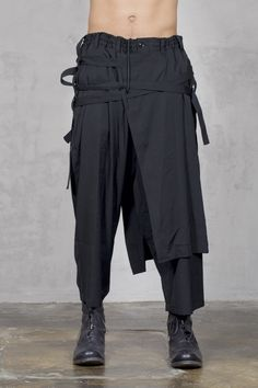 Designer clothes for men Alternative Mode, Alternative Fashion, Dark Fashion, Mens Fashion, Wrap Pants, Fashion Details, Fashion Design, Designer Clothes For Men, Yohji Yamamoto