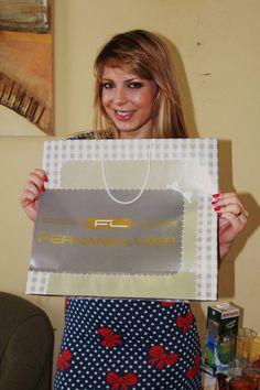 Sheila Mello usa vestido poá Laços Fernanda Lago