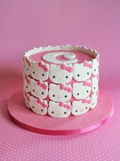FINALLY a new, unique idea for a Hello Kitty cake! Aww Katie would love it Pretty Cakes, Cute Cakes, Beautiful Cakes, Amazing Cakes, Hello Kitty Torte, Bolo Da Hello Kitty, Hello Kitty Birthday Cake, Anniversaire Hello Kitty, Decoration Patisserie