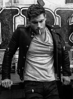 Mens Fashion Rugged – The World of Mens Fashion Hot Guys Smoking, Man Smoking, Portrait Photography Men, Photography Poses For Men, Tatto Boys, Estilo Bad Boy, Leather Men, Leather Jacket, Male Models Poses
