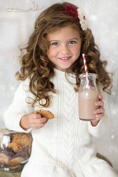 adorable little girl photo Christmas Mini Sessions, Christmas Minis, Cottage Christmas, Christmas Lights, Christmas Cards, Precious Children, Beautiful Children, Christmas Pictures, Christmas Photos