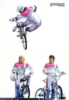 Team Dyno: Dino DeLuca twists a lookback air high over teamates Dave Voelker on mic & Brett Hernandez! Vintage Bmx Bikes, Velo Vintage, Bmx 16, Gt Bmx, Old Scool, Kickin It Old School, Bmx Racing, Bmx Freestyle, Bmx Bicycle