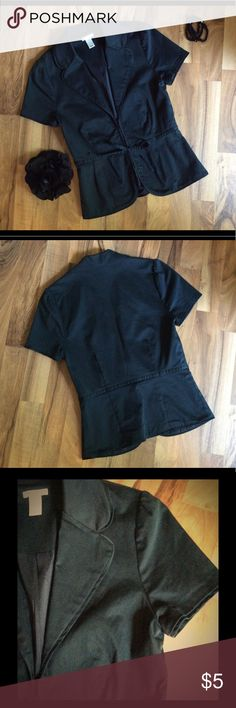 "Black Old Navy Shirt Sleeve Jacket XS Black Old Navy XS Short Sleeve Jacket Hook and eye closure with a cute tie. Looks cute over short sleeve blouses and tank tops. Measurements: 21"" long, 16"" bust, 13.5"" waist Questions? Ask below. Don't like the price? Hit the offer button or make a bundle and I'll give you deal! Old Navy Jackets & Coats Blazers"