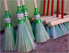 How to make a broom from plastic bottles.+How+to+make+a+broom+from+plastic+bottles.+How+to+make+a+broo - Reuse Plastic Bottles, Plastic Bottle Crafts, Recycled Bottles, Recycled Crafts, Plastic Recycling, Recycling Ideas, Rope Crafts, Diy Crafts, Upcycling