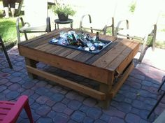 Those 10 recycled pallet table with cooler are nice designs for your home in warm summer time. It has an extraordinary look of rustic pallet cooler. Diy Outdoor Table, Outdoor Coffee Tables, Diy Outdoor Furniture, Diy Coffee Table, Patio Table, Diy Patio, Diy Table, Backyard Patio, Pallet Furniture