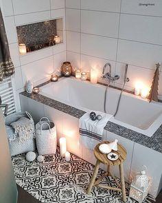 HOME SPA - Relaxen im eigenen Bad!In einem behaglichen Wohlfühlbadezimmer lässt es sich wunderbar entspannen und neue Energie tanken. Stylische Möbel in zarten Farben, edle Armaturen und einzigartige Deko-Accessoires sorgen für ein Ambiente wie im Fünf-Sterne-Spa. Mit diesen Interior Pieces veredelst Du Deine neuen Lieblingsort im Handumdrehen. 📷:@newgirlnessi // Badezimmer Badewanne Ideen Deko Spa#Badezimmer #Badewanne#Badezimmerideen #HomeSpa#Spa