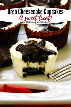 A Sweet Treat A Sweet Treat Grits and Pinecones gritspinecones Desserts Easy Recipes and Ideas Easy Oreo Cheesecake Cupcakes are a decadent nbsp hellip filled Cupcake New Year's Desserts, Cute Desserts, Christmas Desserts, Beautiful Desserts, Cupcake Recipes, Dessert Recipes, Dessert Ideas, Appetizer Recipes, Appetizers