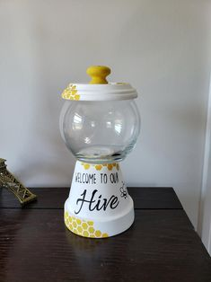 Milk Bottle Centerpiece, Bumble Bee Decorations, Diy Gumball Machine, Bubble Gum Machine, Bumble Bees, Bumble Bee Crafts, Clay Pot Crafts, Bee Gifts, Bee Theme