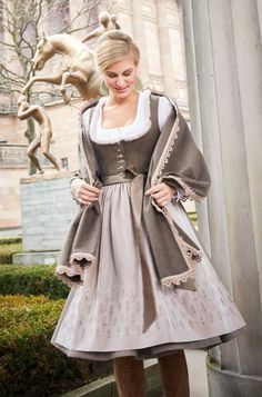 Oktoberfest Outfit, Dirndl Dress, Folk Fashion, Historical Clothing, Traditional Dresses, Well Dressed, Pretty Outfits, Spring Summer Fashion, Elegant