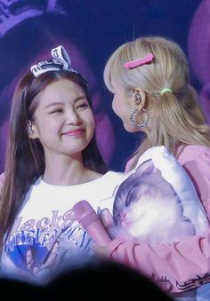Kpop Girl Groups, Korean Girl Groups, Mamamoo, Fandom, Lady Gaga, Coachella, Lisa Blackpink Wallpaper, Black Pink Kpop, Princesses