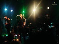 La última noche de miércoles fuimos participes en Bluzz live de una nueva visita a nuestro paísde Gilby Clarke, lo cual fue sinónimo de desempolvar el espíritu Gunner por un rato, ese quetuvo su auge y caída en plena década de los 90, de la mano de Mr. Axl Rose, Slash y compañía. Con aciertos y errores, guste o no, el legado y la influencia de Guns N´ Roses para buena partede una generación ha sido notoria, y prueba de esto fueron las bandas que abrieron el show,Corcel Negro, Ramkusti…