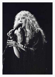 Stevie   ~  ☆♥❤♥☆ ~     with no rings, performing in Atlanta, GA during Fleetwood Mac's 'Rumours' tour, June 1st, 1977