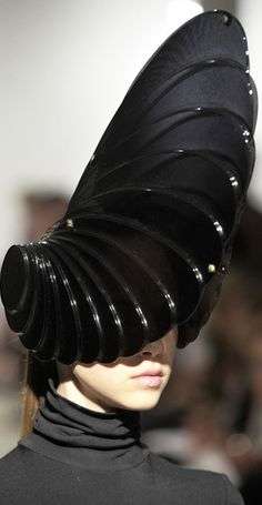 Wire headpiece/structureZARA GORMAN's architectural hats (Freak of...)