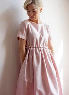 Перламутровое розовое платье с кулиской