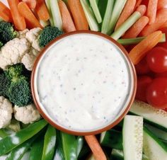 This page contains homemade ranch dressing recipes. Ranch, Garden or House dressing is great on salads and makes a delicious dipping sauce. You can easily make your own ranch dressing so that you always have a fresh batch when you need it. Paleo Ranch Dressing, Homemade Ranch Dressing, Dressing Recipe, Ranch Dip, Paleo Recipes, Cooking Recipes, Kid Recipes, Yogurt Recipes, Canning Recipes