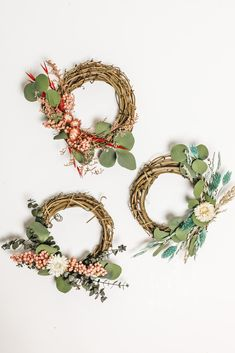 Create simple dried flower DIY wreaths with affordable dried florals and grapevine wreaths from Afloral.com. #decor #diydecor #diy Flower Diy, Diy Flowers, Flower Crown, Dried Flower Wreaths, Artificial Flowers And Plants, Faux Flowers, Grapevine Wreath, Grape Vines, Floral Arrangements