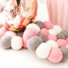 #Filzkugeluntersetzer von #Sukhi sind wie kleine #Teppiche aus #Filzkugeln. Diese können Sie sogar selber gestalten, um Ihre #Lieblingsfarbkombination auszuwählen. Mehr dazu finden Sie hier: http://www.sukhi.de/catalogsearch/result/?q=alisha