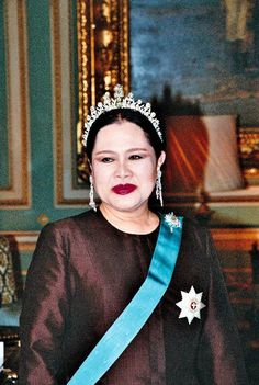 Queen Sirikit, Bhumibol Adulyadej, Royal Tiaras, Royal Jewelry, Dancer, Royalty, Long Live, Queens, Europe