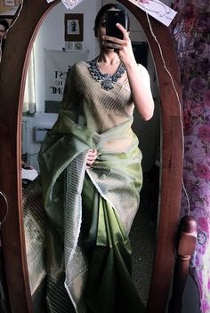 India is so special for the rich cultural variety and colourful dressing traditions. Saree (sari) is the best among Indian dresses. Trendy Sarees, Stylish Sarees, Dress Indian Style, Indian Dresses, Indian Wedding Outfits, Indian Outfits, Indian Clothes, Anushka Sharma, Manish
