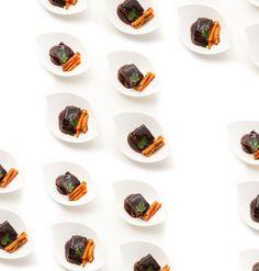 #Carrot #Beef #Jus #Oxtail #Ochsenschwanz #Homemade #Recipes #FineFood #Essgobar #Catering #StefanSchüller #Zurich #Switzerland #Foodies #BestTaste #StarChef #SchlossSihlberg #BusinessEvents #FlyingDinner Gala Dinner, Catering Menu, Vegan, Juice, Oxtail, Vegans