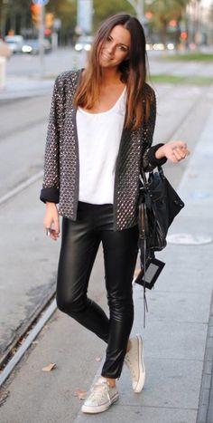 Cómo combinar leggins de cuero - tendencias moda                                                                                                                                                                                 Más